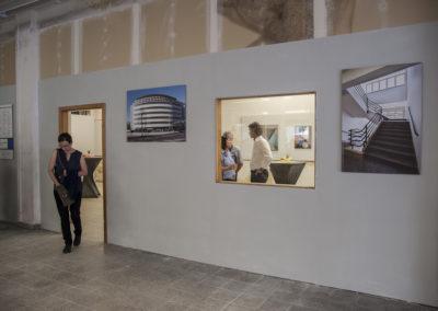 Blick zur Kabinettausstellung mit Gemälden von Helmut Felix Heinrichs