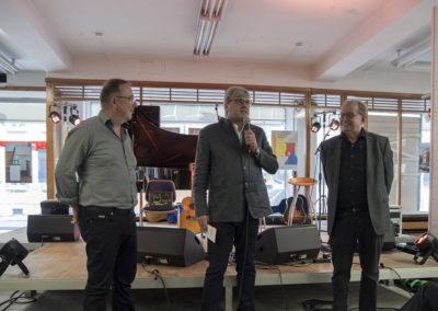 Andreas Berger (MDR Sachsen, Mitte) im Gespräch mit den Kuratoren der Ausstellung Jens Dietrich (links) und Bernd Sikora (rechts)