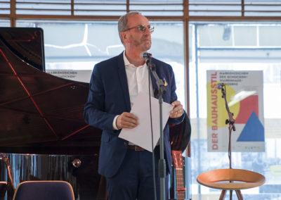 Der Vorsitzende des Werkbundes Sachsen Matthias Horst dankt den Gestaltern der Ausstellung sowie den Förderern und Unterstützern der Ausstellung